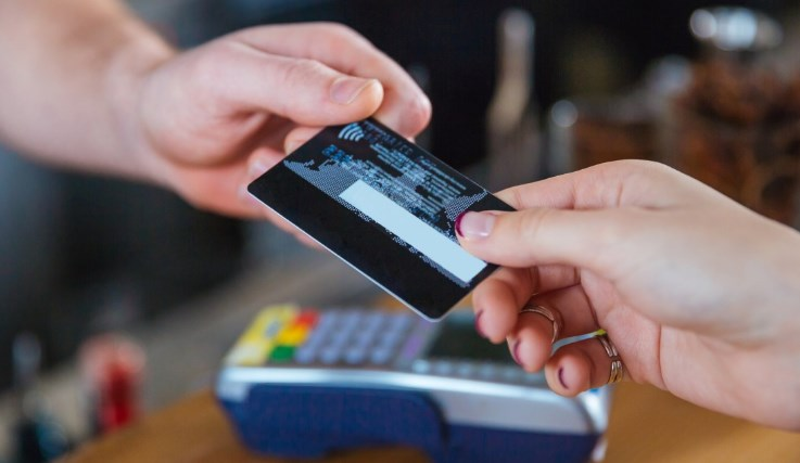 There are many advantages to credit cards. With credit cards